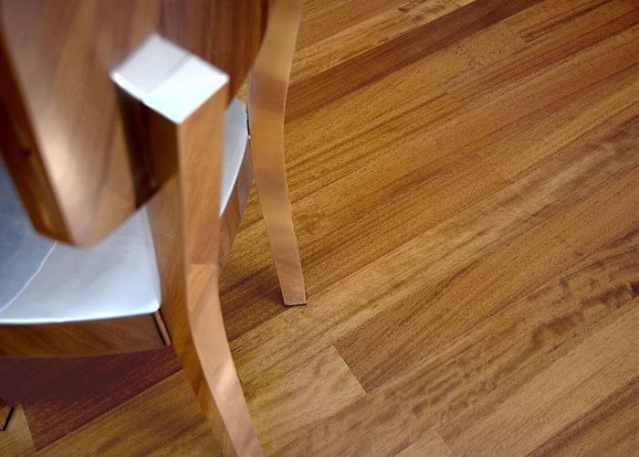 Parquet massif planchette Iroko Prestige - 14 x 75 x 500 mm - brut - Couleurs Homogènes