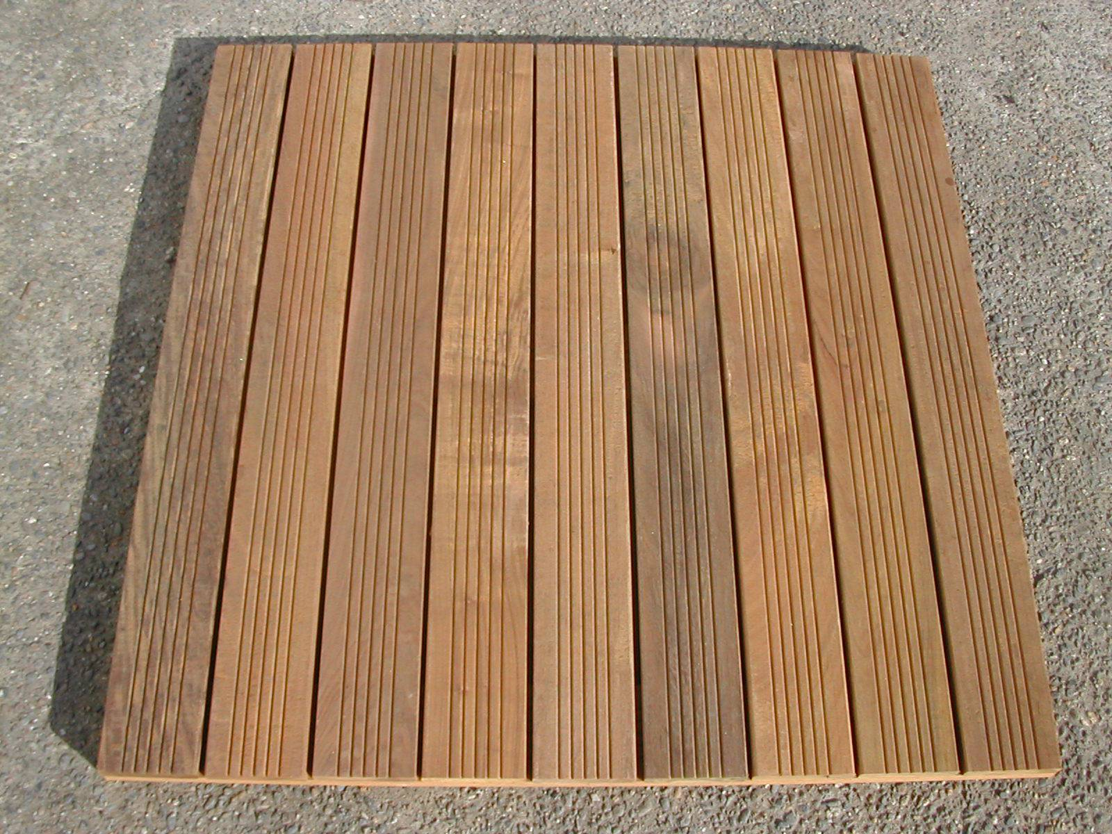Dalle caillebotis en bois exotique IPE - 500 x 500 x 38 mm - 7 lames striées