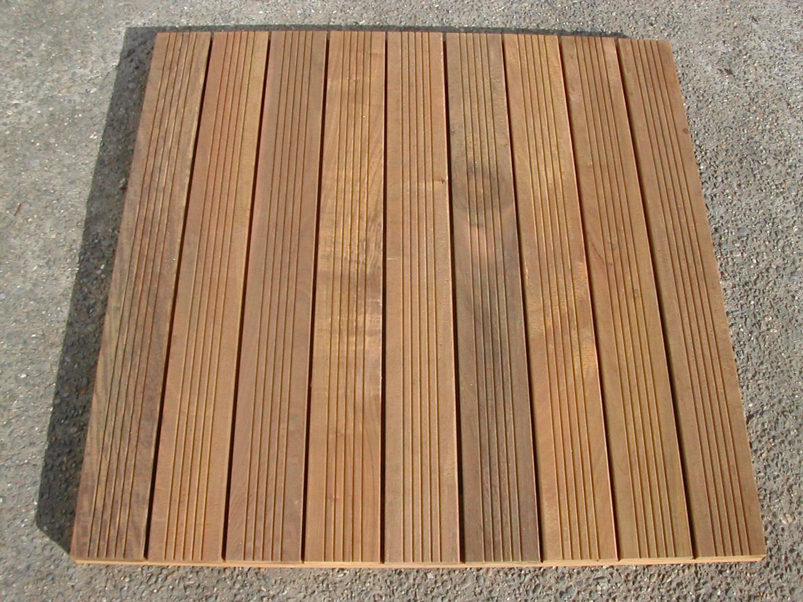 Dalle caillebotis en bois exotique Ipé - 500 x 500 x 44 mm - 7 lames striées