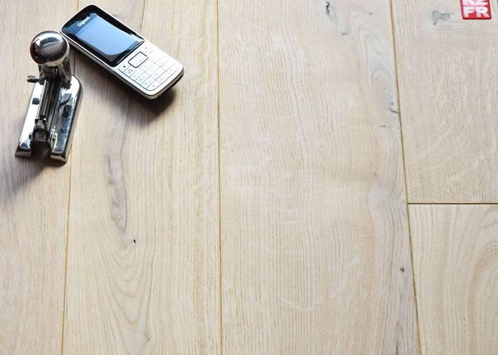Parquet contrecollé Chêne Rustique - 15 x 140 à 230 mm - verni - à la française