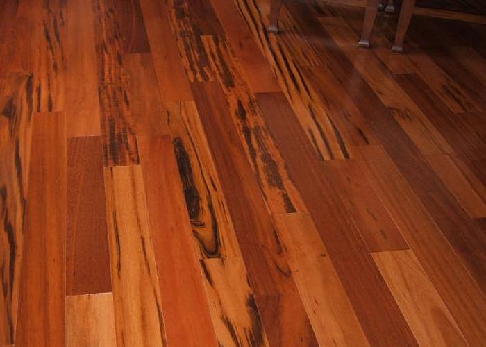 Parquet massif Tigerwood Muiracatiara - 19 x 163 mm verni - Biarritz