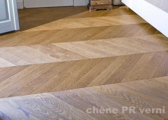Parquet massif Chene premier Point Hongrie - 23 x 90 x 600 mm - verni incolore