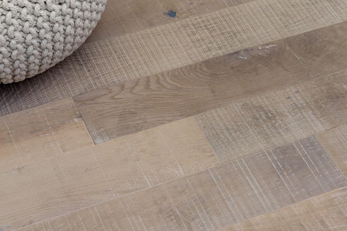 Parquet contrecollé Chêne Rustique Toundra - 14 x 125 mm - Vieilli Scié - Brossé - Verni Mat