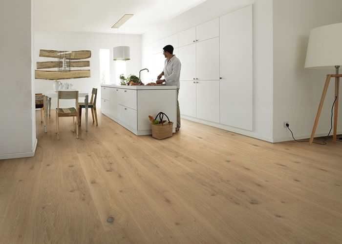 parquet massif chene campagne 23 x 120 mm verni mat promo. Black Bedroom Furniture Sets. Home Design Ideas