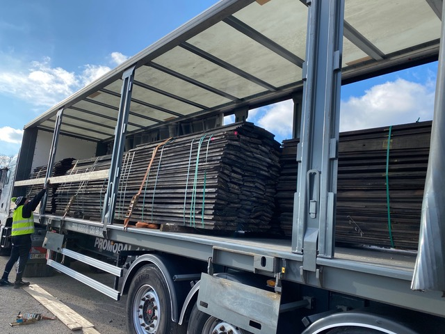 Livraison de planches de wagon