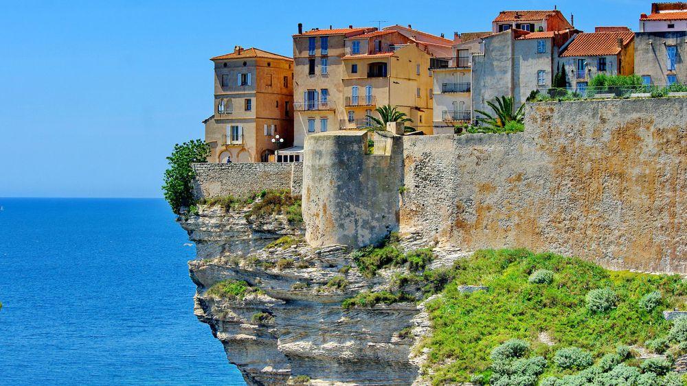 Tropical Woods vous livre votre parquuet en Corse, Bonifaccio, Bastia, Porto Vecchio